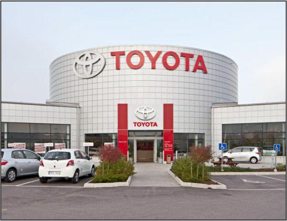 شرکت TOYOTA -  نمایشگاه بینالمللی صنعت - غرفه نمایشگاهی | شرکت غرفهسازی نمایشگاهی گراف